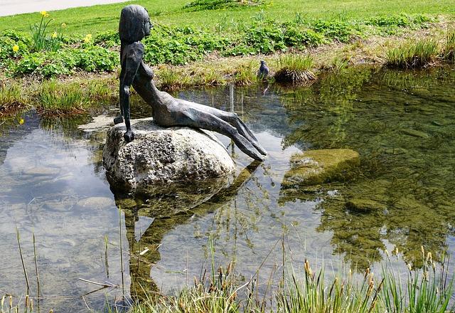 socha ve vodě