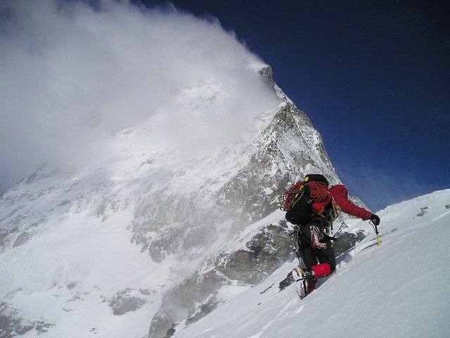 horolezec na sněhu