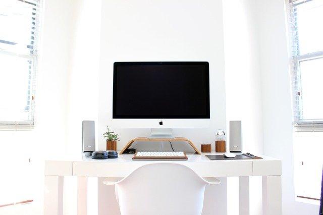 bílá kancelář