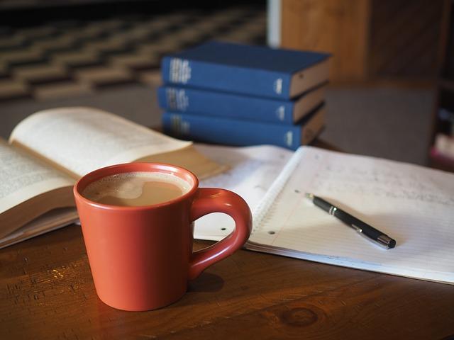 učení s kávou