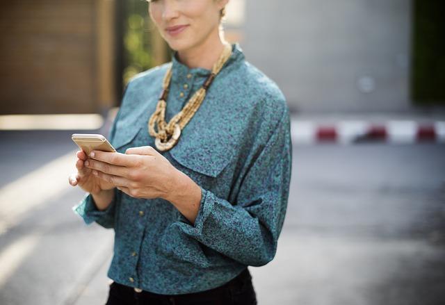 podnikatelka s telefonem