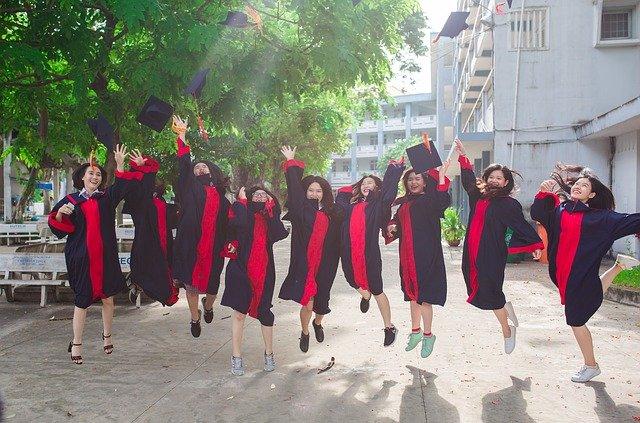 veselé absolventky