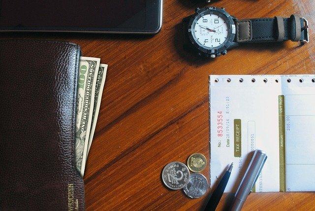 hodinky u peněženky.jpg