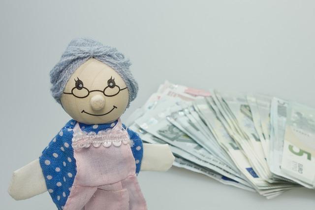 figurka a peníze