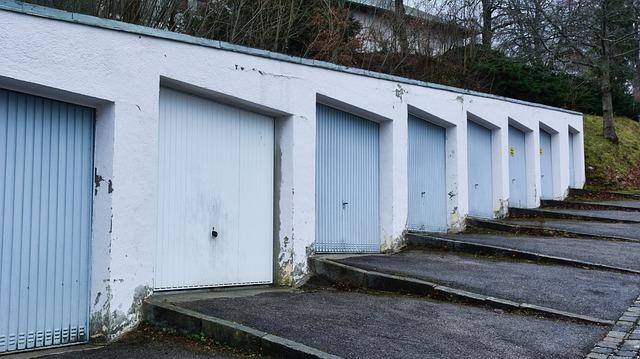 klasická řada venkovních garáží